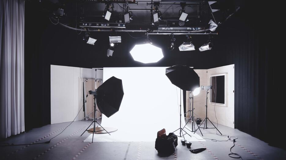 How to create videos for online courses on a shoestring budget?| Knorish